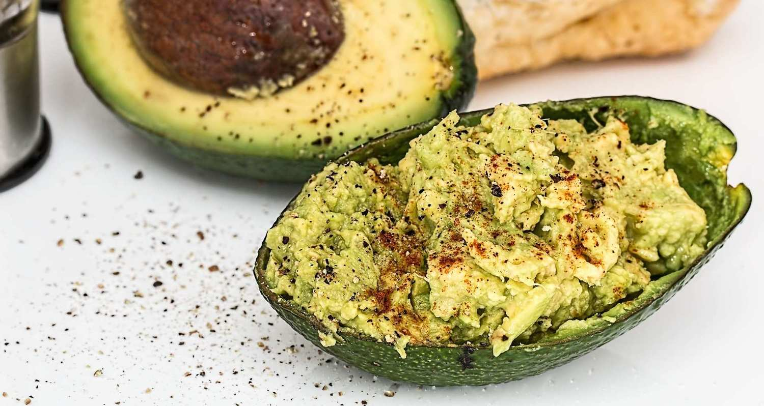 Cooking with CBD can be easy. Try adding CBD oil to your next batch of guacamole.